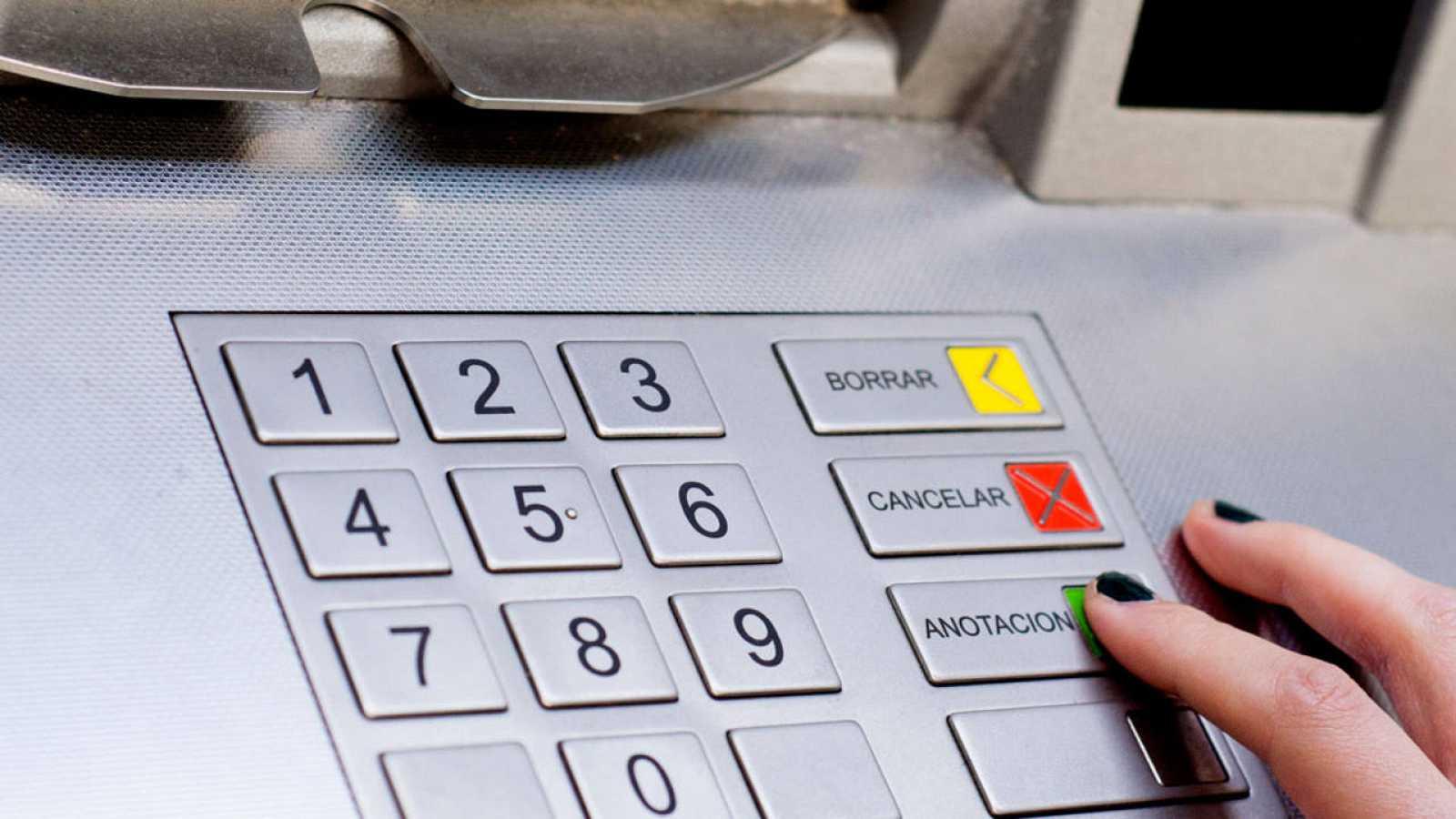 Moción para el cobro de la tasa por instalación de cajeros automáticos en la vía pública a bancos y cajas
